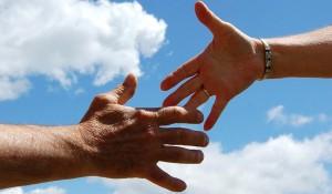 Erfolgreiche Frauen reichen sich die Hand